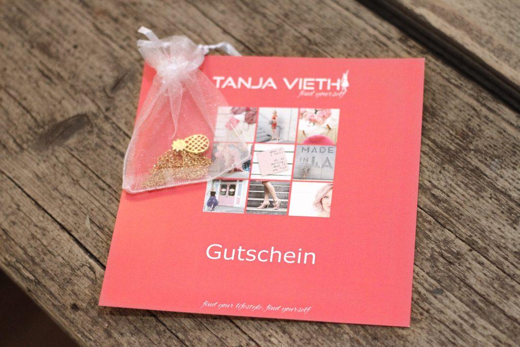 Tanja Vieth Gutschein mit Ananas-Kette